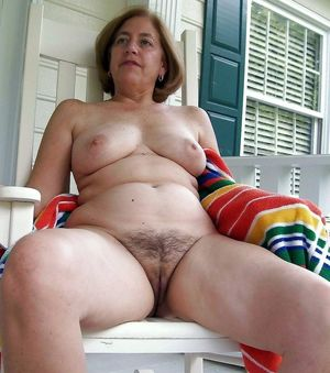 hot hairy mature babe butthole nude
