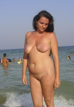 nude exhibitionist girls