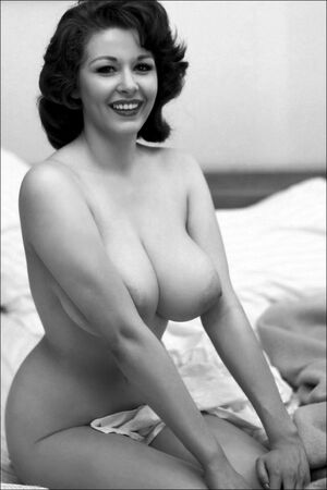 elizabeth berridge boobs