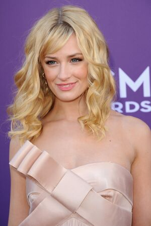 beth behrs pictures