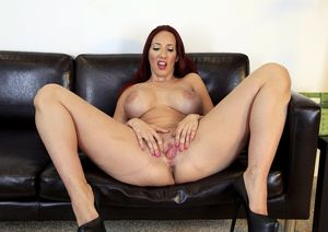 kelly divine pussy