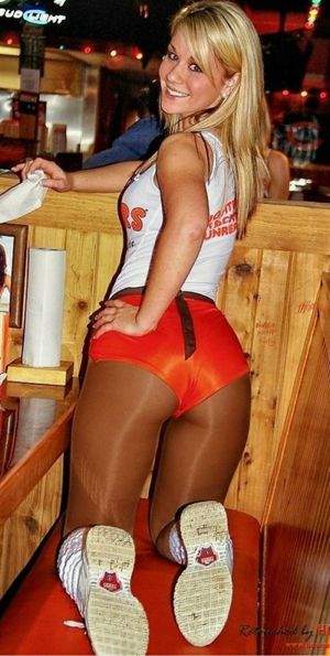 hooters waitress nude
